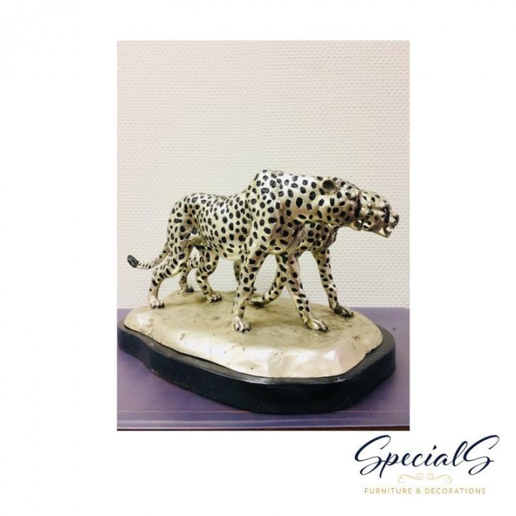 """Herumstreifende Geparden"" Bronzefiguren vernickelt mit handbemalten Akzenten"