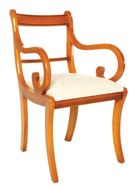 Bevan Funnell Esszimmer Stuhl Sabre Leg Carver in Eibe