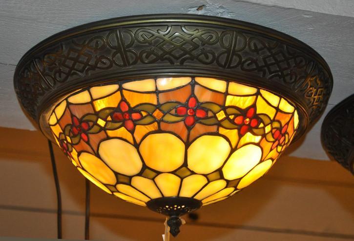 Tiffany Deckenlampe mit Blüten-Verzierung