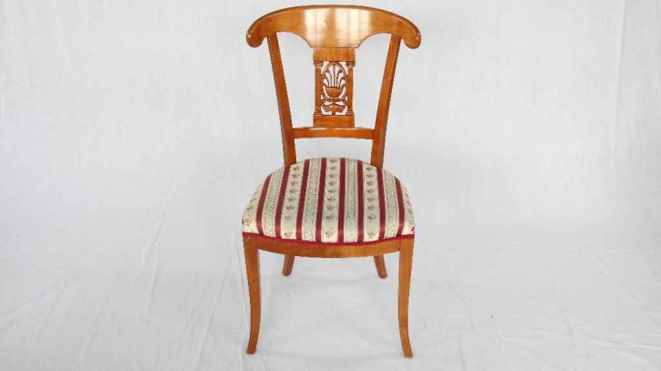 """""""Stuhl mit kunstvoller Rückenlehne und wertigem Polster"""""""