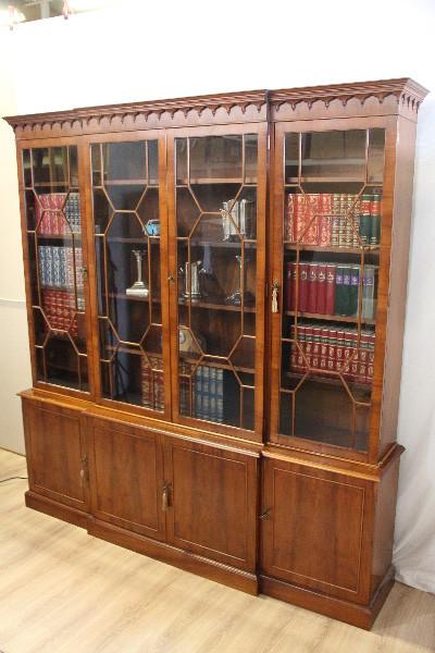 Breakfront bookcase aus Eibe Vitrineschrank aus England