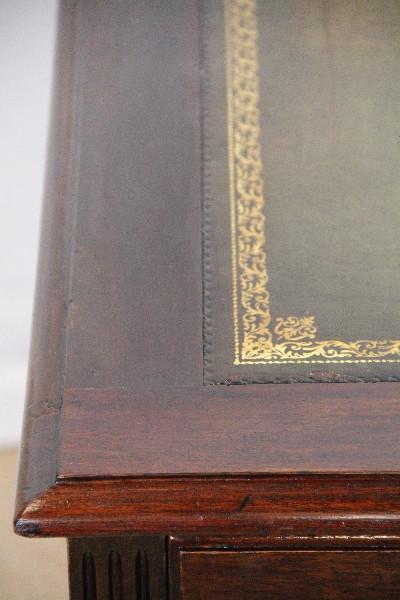 Schreibtisch England Massiv Mahagoni Prägelederplatte