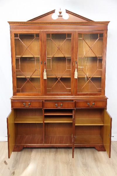 Eibe bookcase Bücherschrank Vitrinenschrank Bücherschrank in Eibe