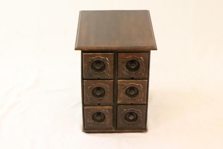 Kleiner antiker Schrank mit 6 Schubladen
