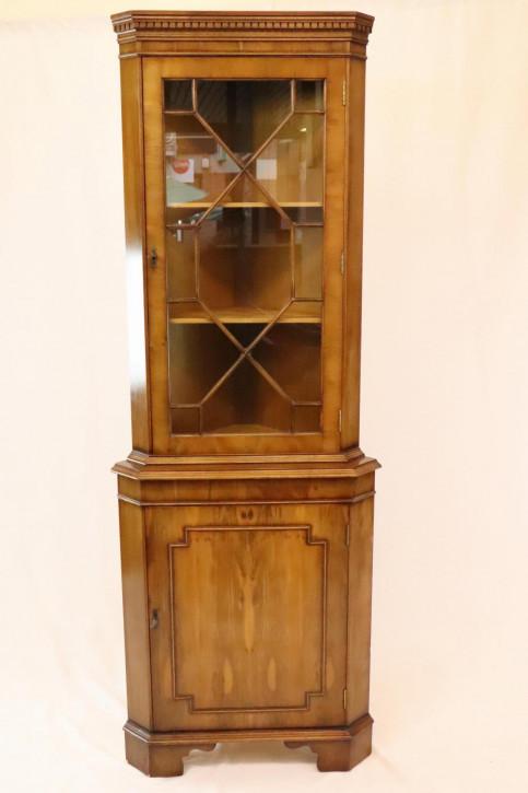 Antiker Eckschrank mit Verglasung im Regency Stil