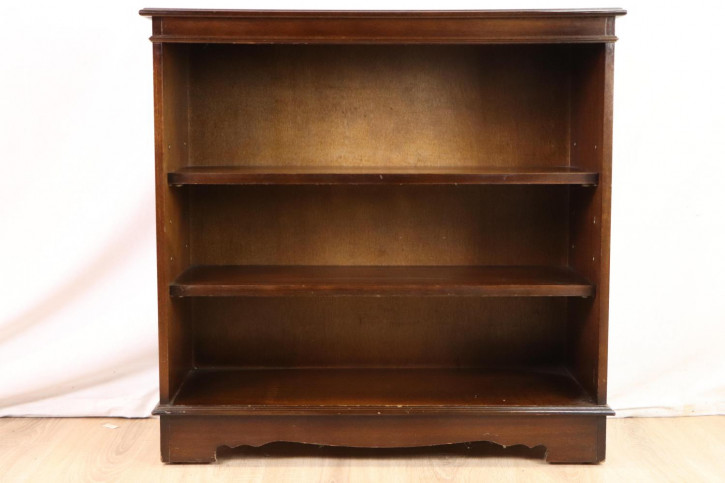 Solides Bücherregal / Open Bookcase mit zwei Regalböden