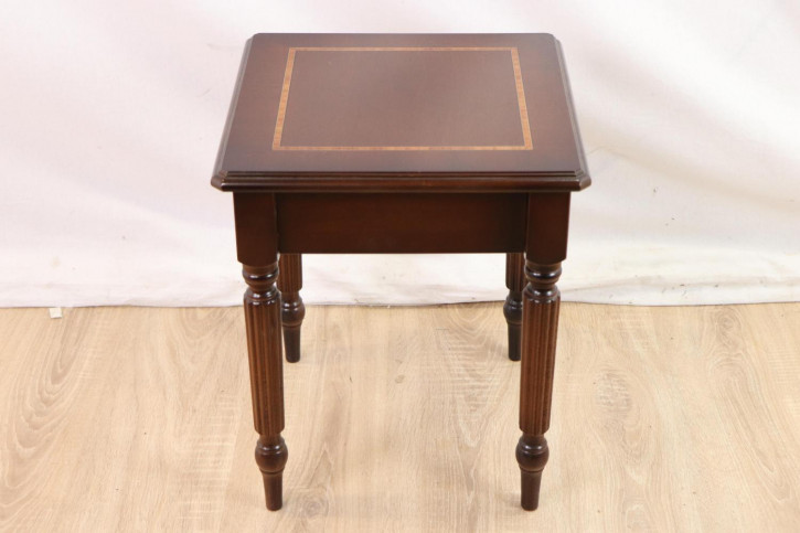Schöner Beistelltisch / Occasional Table mit Intarsien