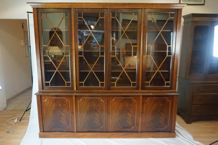 Viertüriger Bücherschrank / Bookcase mit Regency Verglasung