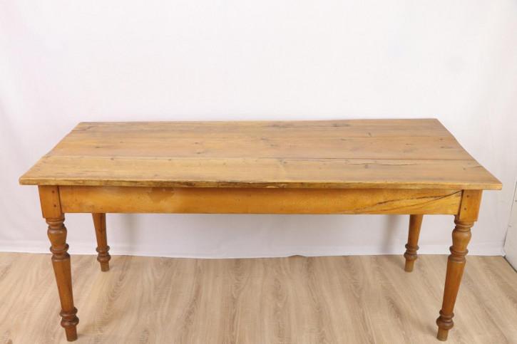 Schöner großer Esstisch mit toller Patina, helles Holz