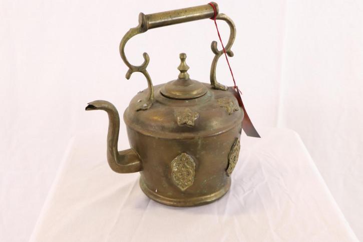 Kleine antike Teekanne mit schönen Verzierungen