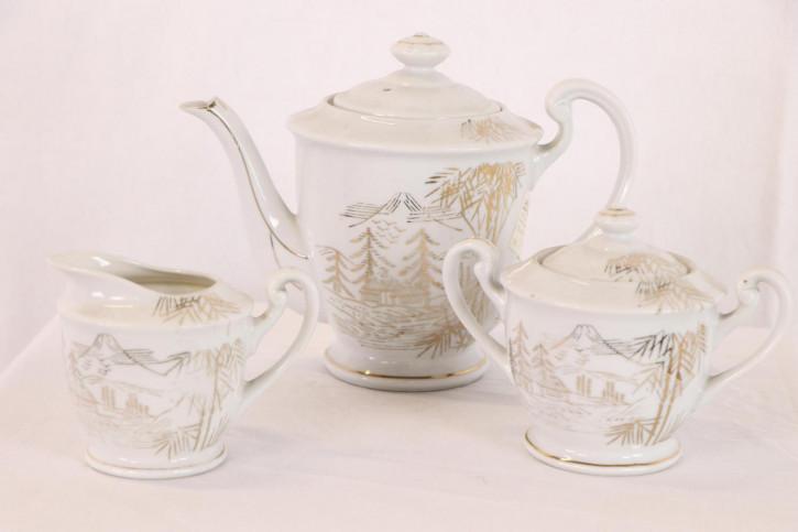 Schönes Teeset aus Keramik mit goldenen Verzierungen, dreiteilig