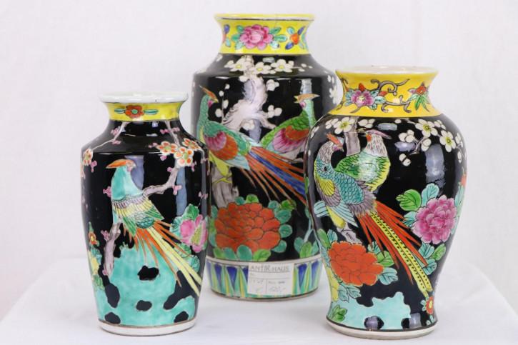 Elegantes japanisches Vasen Set, bemalt, dreiteilig