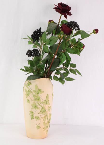 Hübsche Vase im Jugendstil, Knochenporzellan