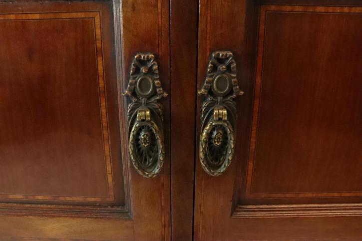Antikes Sideboard mit zwei Türen, auf Rollen