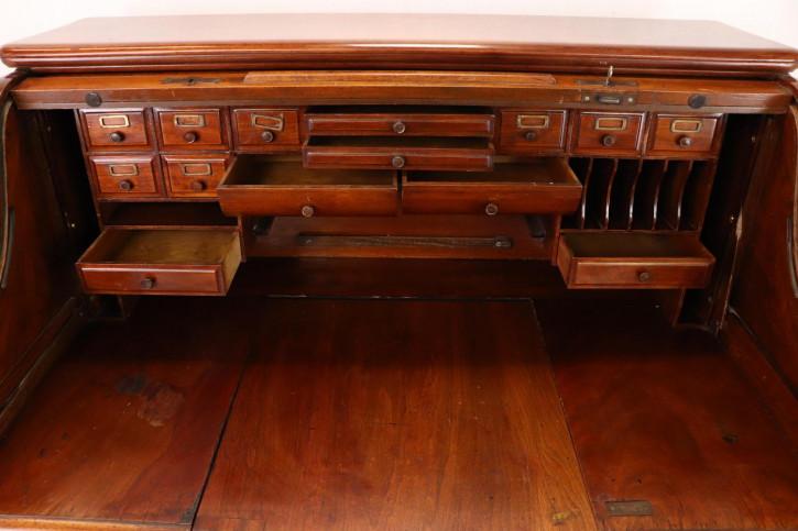 Schöner Rolltop Schreibtisch mit Schreibmaschine