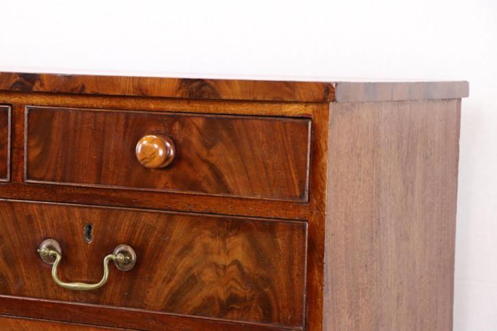 Edle Kommode mit 8 Schubladen, elegantes Design
