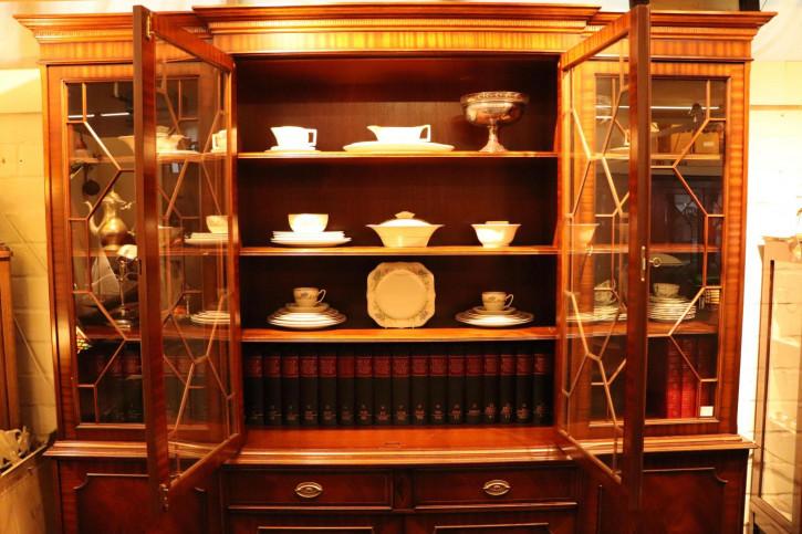 Besonderer Breakfront Bücherschrank mit Regency Stil Verglasung