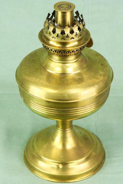 Antike hochwertige Petroleumlampe aus Messing