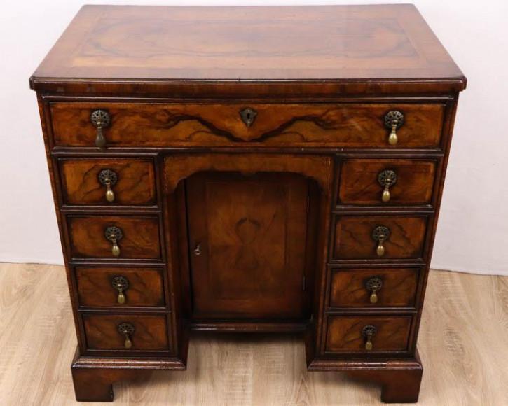 Antiker englischer Schreibtisch / Kneehole Desk, Mahagoni / Nussbaum, ca. 1860