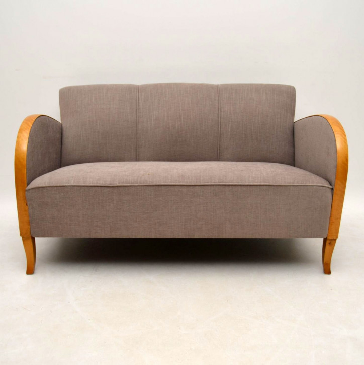 Schwedisches Art Deco Satin Birke Gepolstertes Sofa