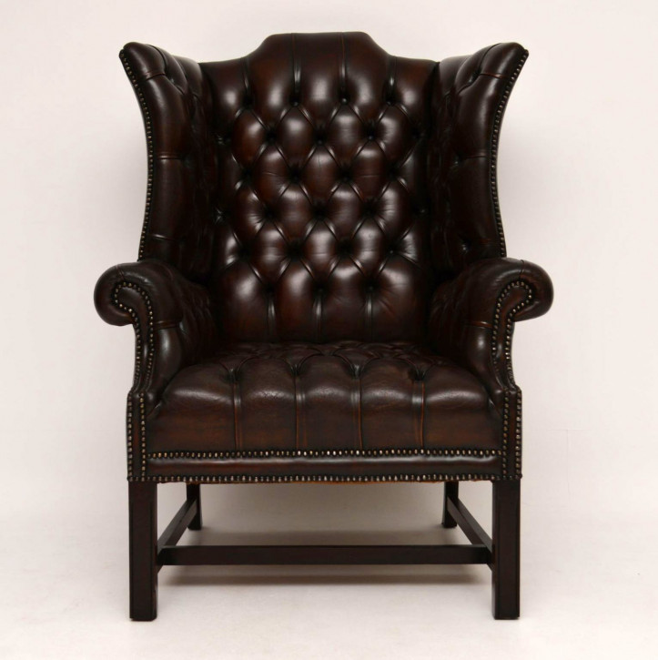 Antiker Deep Buttoned Leather Wing Back Armchair