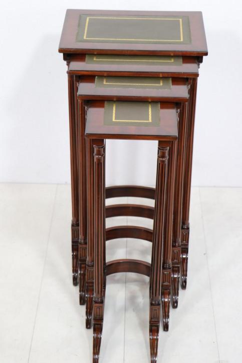 Außergewöhnliches Nest of Tables, 4 Tische, in Mahagoni, mit Lederfläche