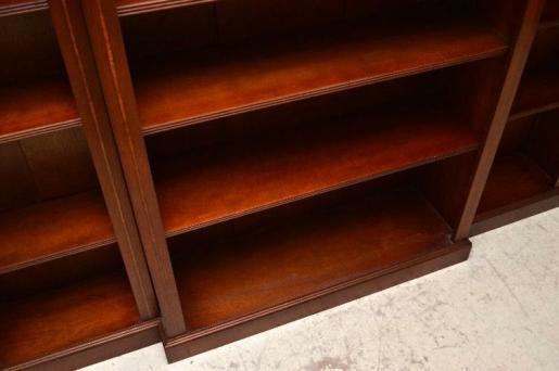 Breakfront Bookcase Blumenintarsien