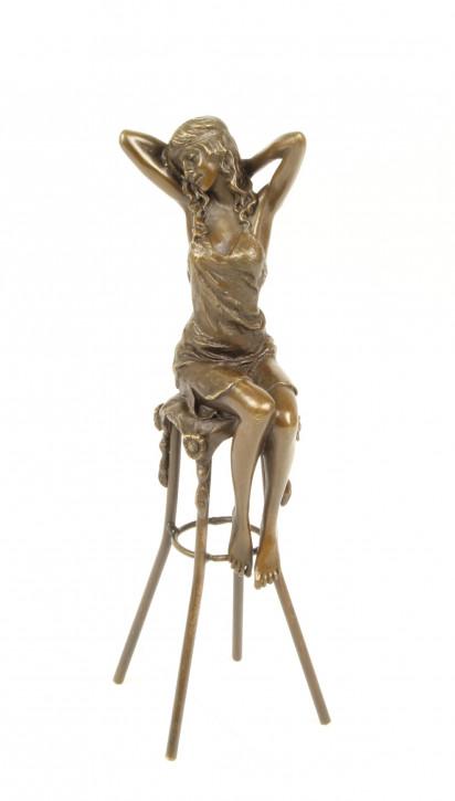 Bronzefigur Lady On Barchair 25,5x9x9,7cm