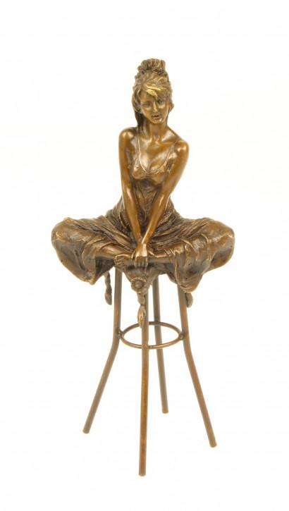 Bronzefigur Lady On Barchair 27,1x8,4x12cm