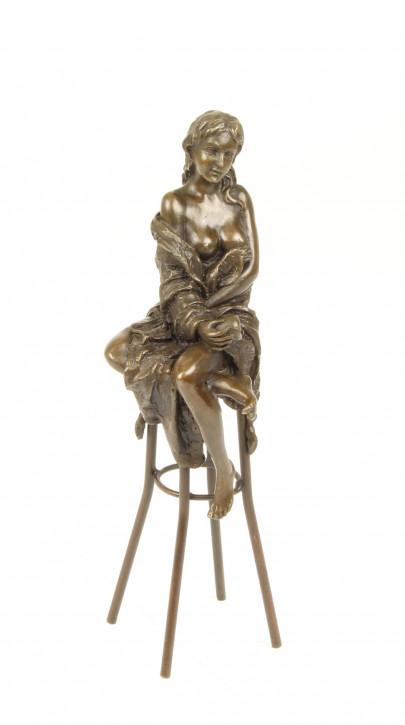 Bronzefigur Lady On Barchair 26,2x6,9x9,3cm