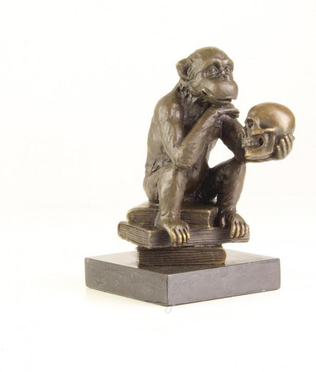Bronzefigur The Ape With Schädel 14,3x8,1x12,3cm