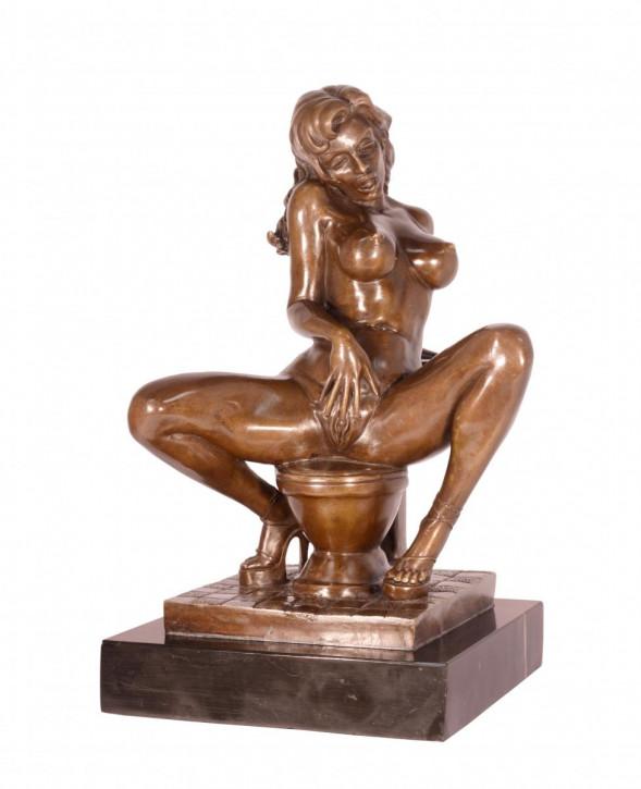 Erotische Bronzefigur Female Nude On Toilet 32x20cm