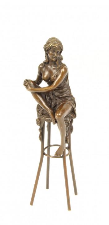 Bronzefigur Lady On Barchair 25,7x7,3x8,2cm