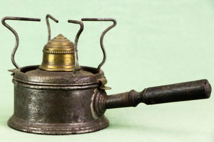 Charmanter Antiker Camping Kocher aus Metall
