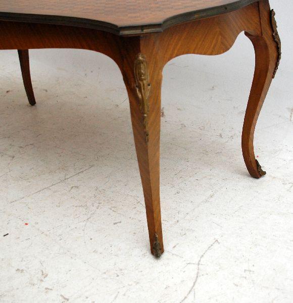 Französischer Caffee Tisch Nussbaum