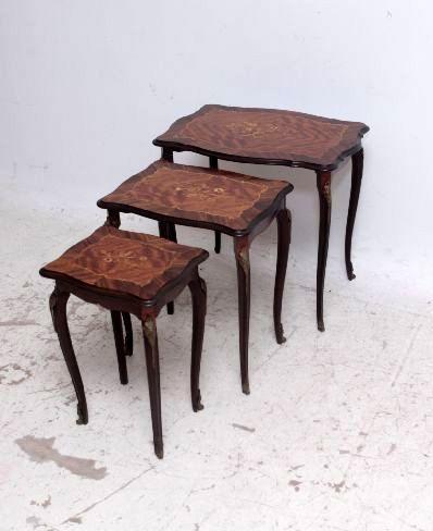 Antike Beistelltische Nest of tables 3 teilig