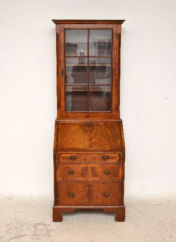 feiner antiker Nussbaum Sekretär  Bureau Bookcase