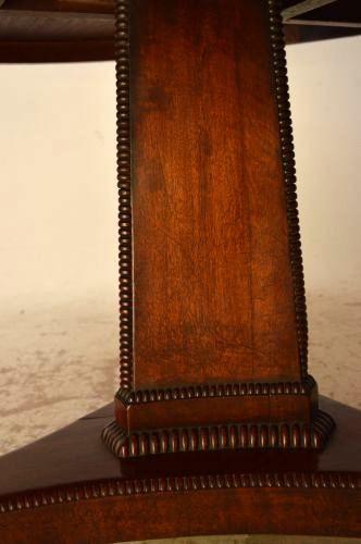Esstisch antik aus Mahagoni