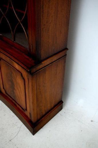Concaves Mahagoni Bücherschrank Bookcase