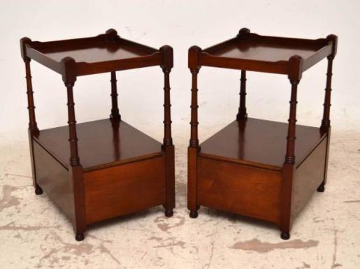 Beistelltische antik mit Schubladen