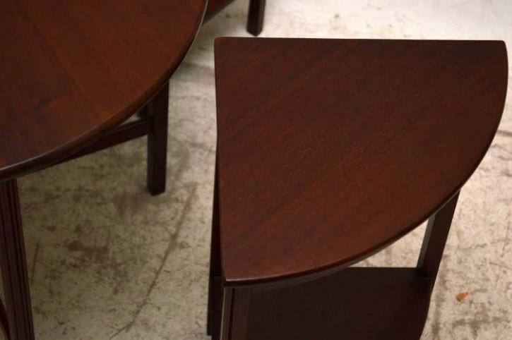 Antikes Nest of table rund insgesamt 5 Tische