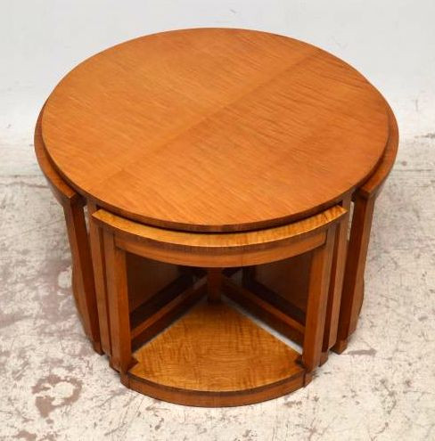 Art Deco Nest of tables Couchtische aus Bergahorn