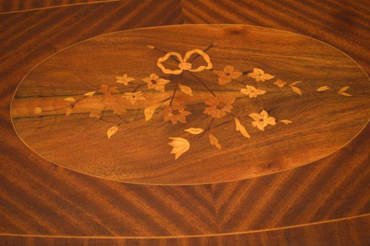Französicher  intarsierter Marquetry Coffee Table