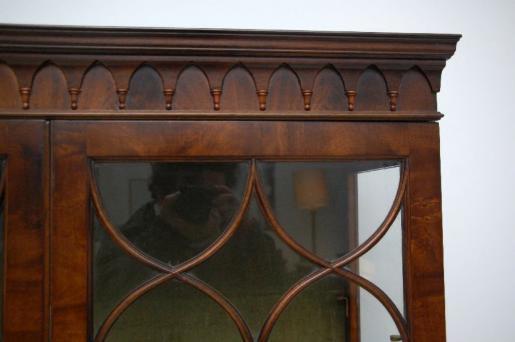 Antikes Display Cabinet - Gregorian