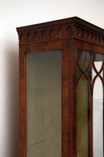 Antikes Display Cabinet - Gregorian