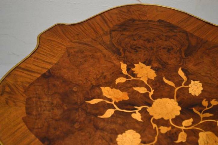 Paar antike Beistelltische mit schönen Intarsien