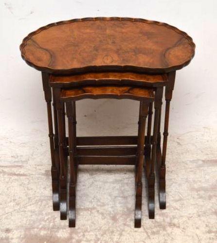 Antikes Nest of Tables Beistelltische nierenförmig