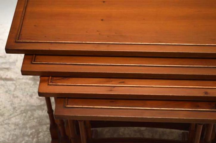 Beistelltische Nest of tables 4-teilig aus Eibe