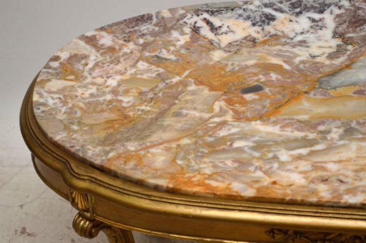 Französischer Couchtisch mit Marmor