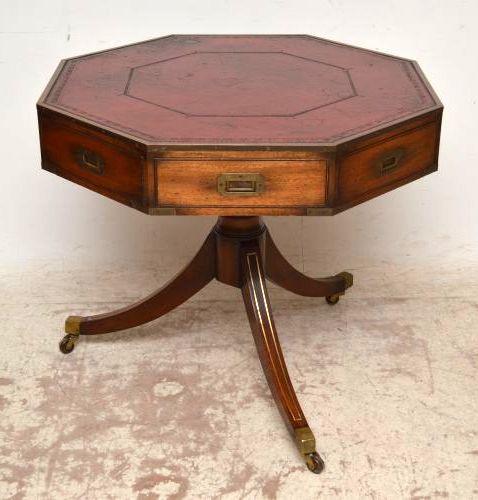 Antiker achteckiger mahagoni tisch auf rollen for Tisch auf rollen